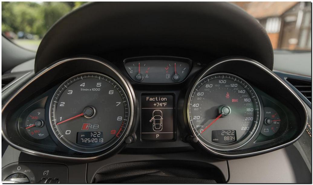 2014 Audi R8 Spyder  Instrument