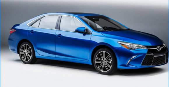 2016 toyota camry hybrid review