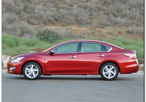 Nissan Altima 2014 Side View